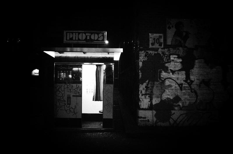Photoautomat am Westwerk in Leipzig Plagwitz bei Nacht
